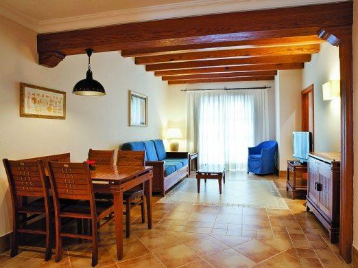 Princesa Yaiza, family suite lounge area