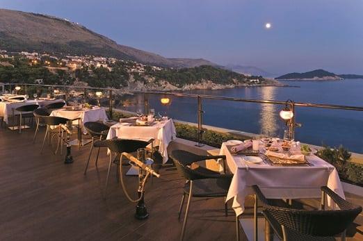 Rixos Libertas Lalezar Restaurant terrace at night