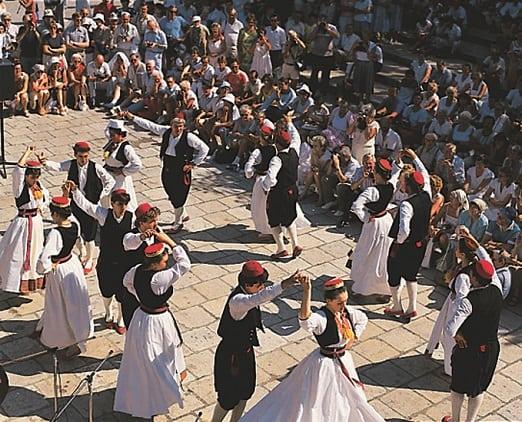 Ilipi folklore dancing