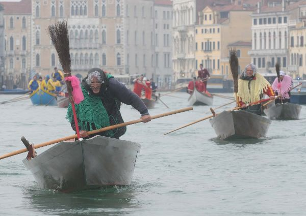 Venice In January - Befana regatta