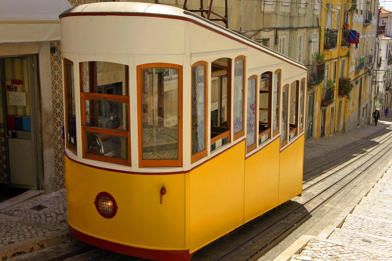 getting around lisbon by tram