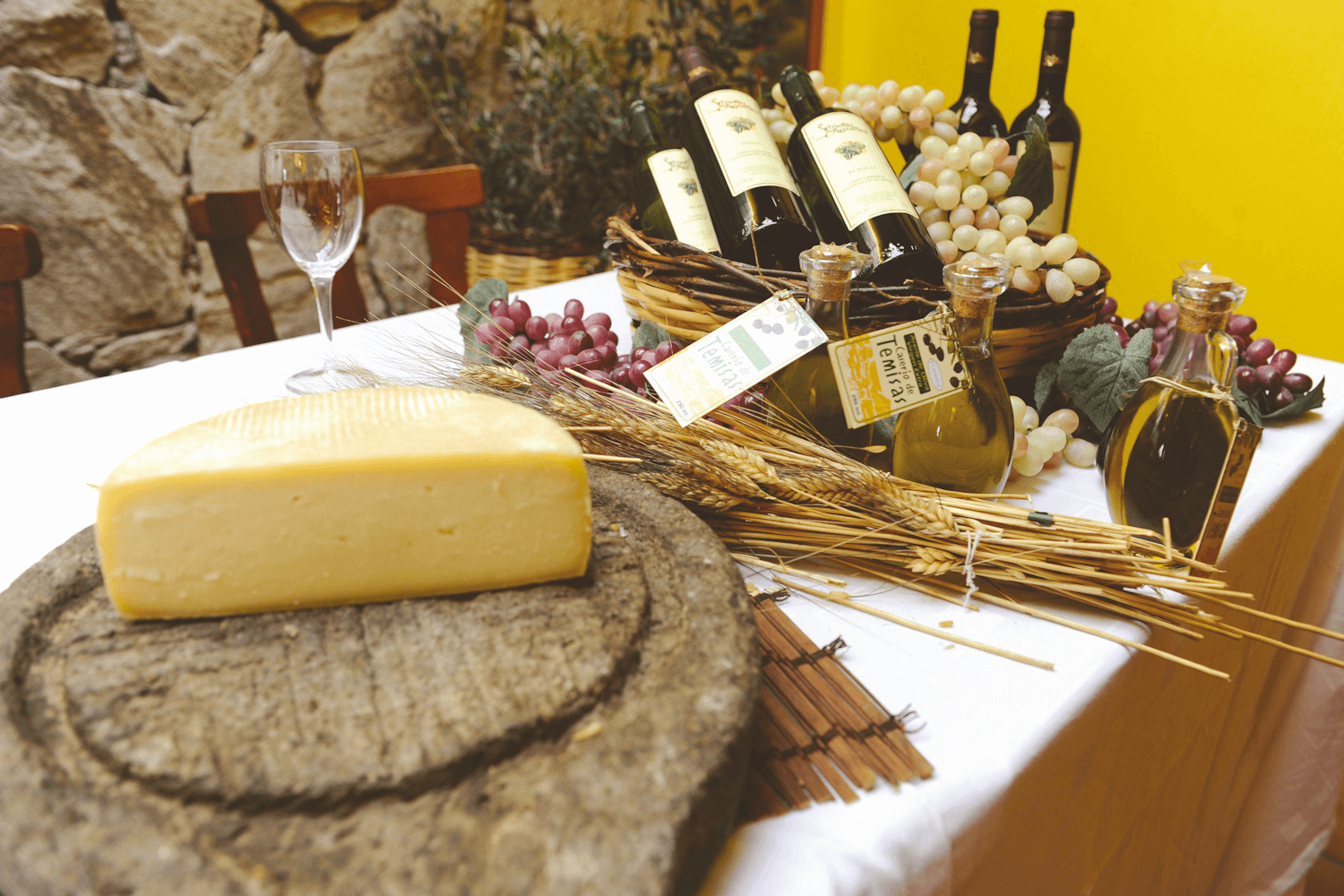 Turismo de Canarias, cheese and wine