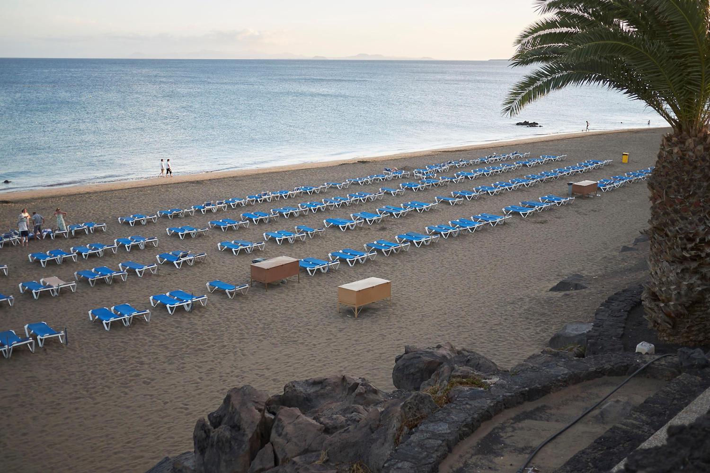 Sunbeds on the Playa de los Pocillos beach