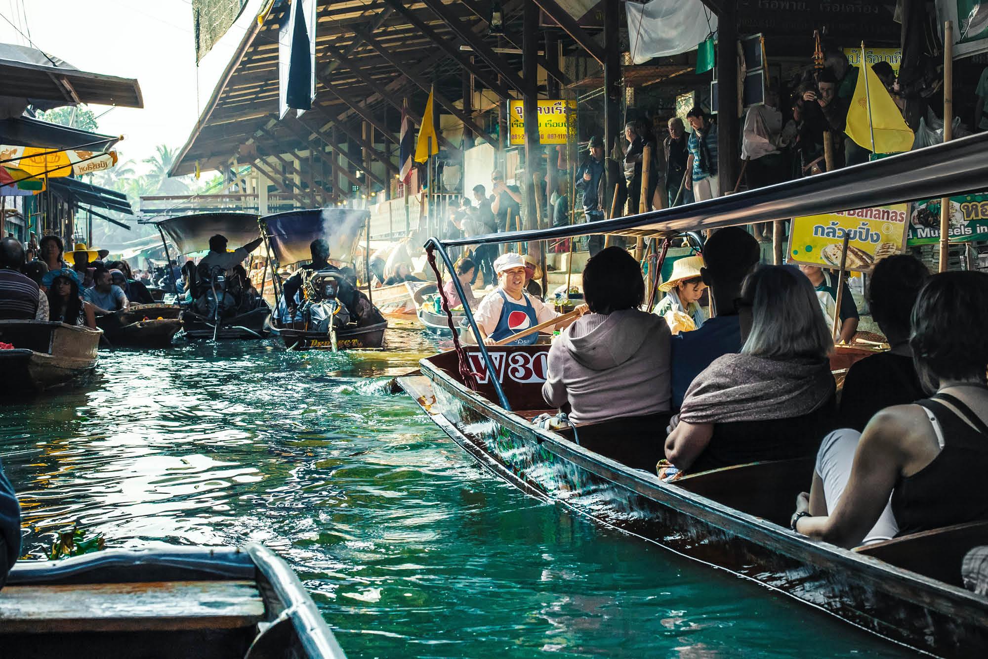 The Damnoen Saduak floating market is a more authentic floating marketing