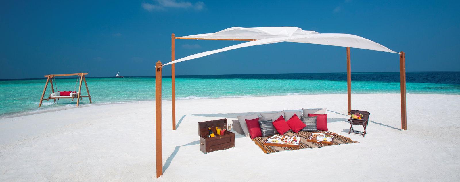 Baros Maldives destination dining, Sandbank Picnic