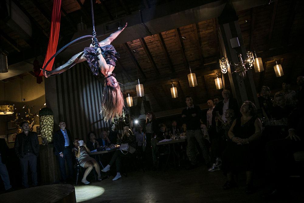 Maison Milano burlesque performance